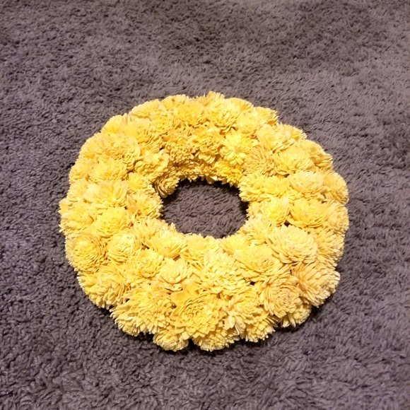 Yellow little flowers decorative wreath